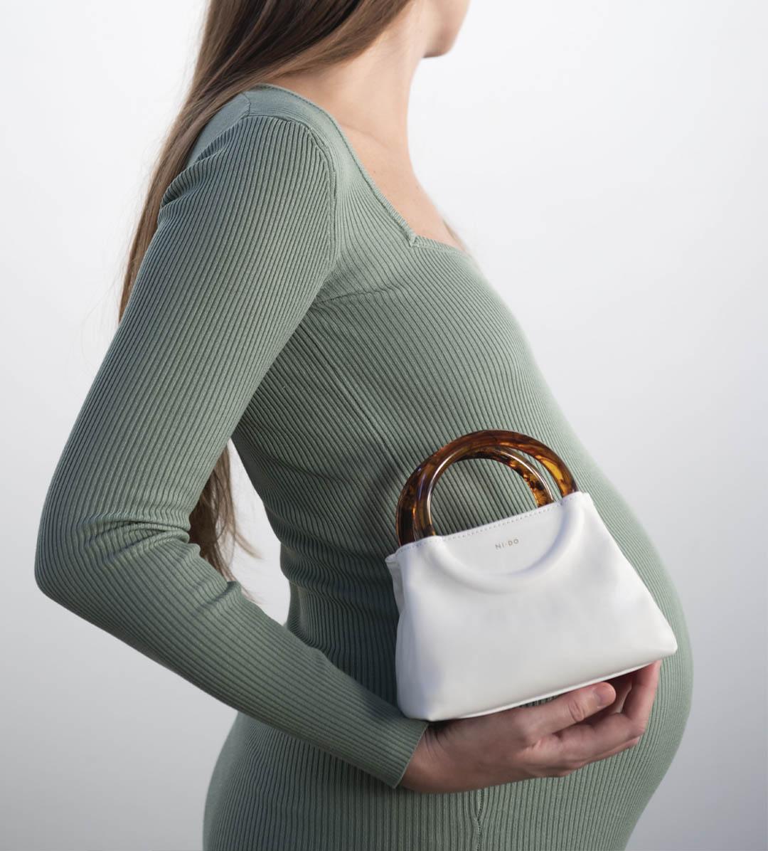 NIDO Bolla Micro bag hold by a pregnant woman